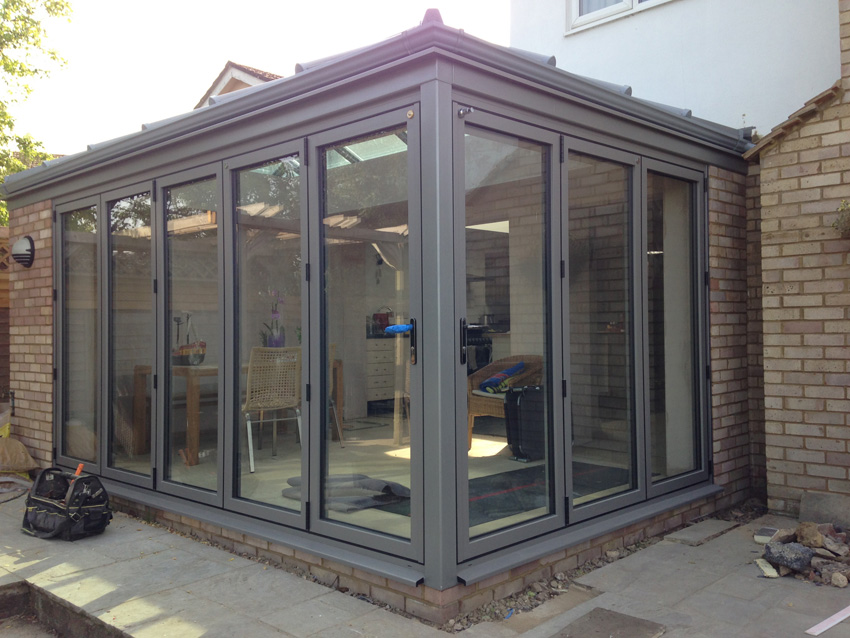 Crendon conservatories modern glass extensions roofs for Glass rooms conservatories