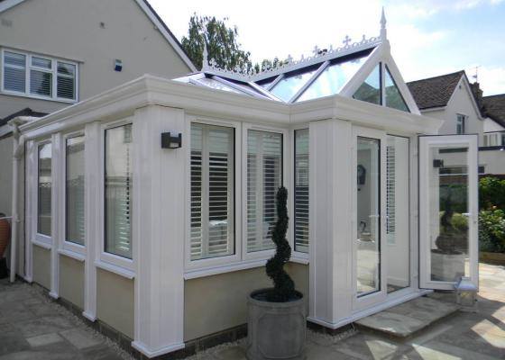 Large Traditional Style Loggia in Kidlington, Oxon